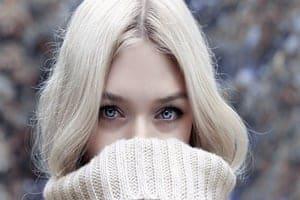 女性の脈ありサイン:頻繁に目が合う